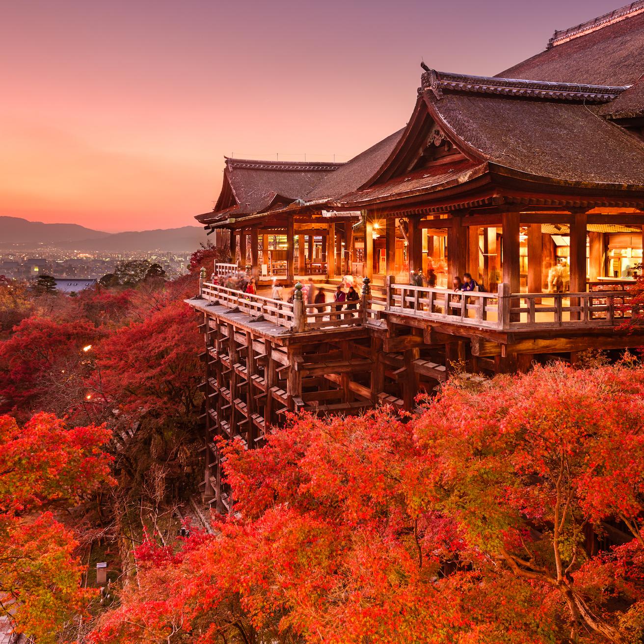 https://www.travelersjoy.com/blog/Fall_honeymoon_Destinations_Kyoto.jpg