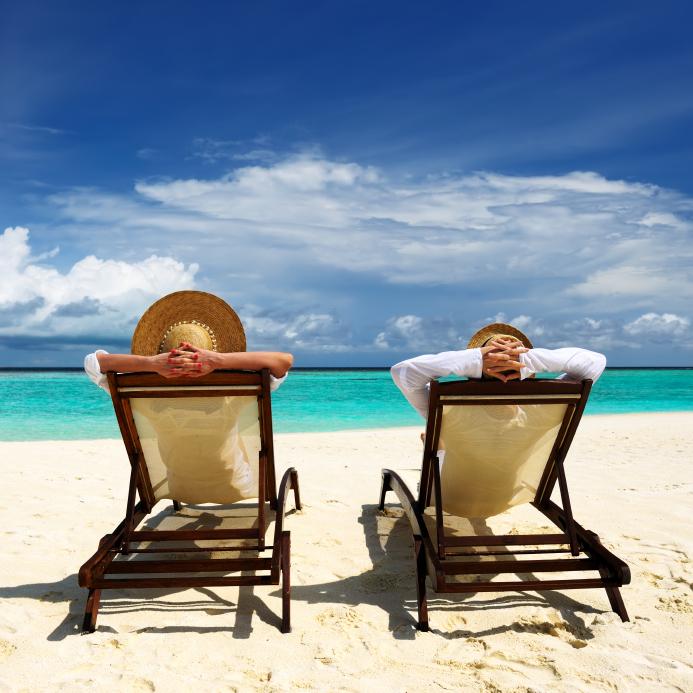 Što biste radili s osobom iznad, prikaži slikom - Page 3 Honeymoon_Couple_Tropical_Beach-1