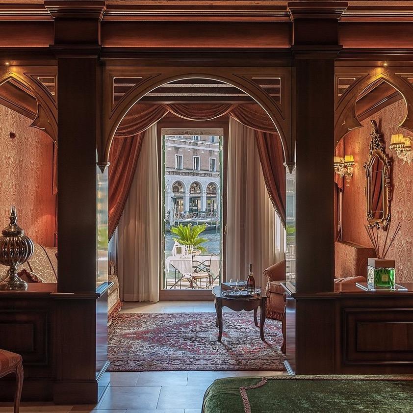 https://www.travelersjoy.com/blog/Venice_Hotel_Al_ponte_Antico.jpeg