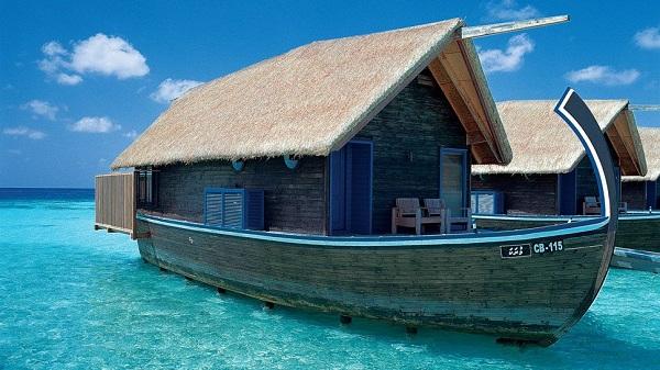 BoatHotel.jpg
