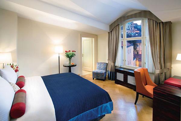 Mandarin_Oriental_Prague_Castle_View-1.jpeg