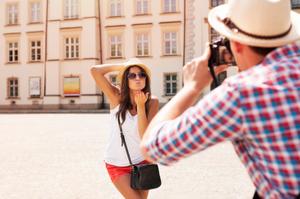 tourist_couple_taking_photo-1.jpg