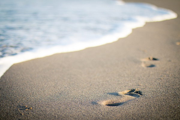 footprints_in_the_sand_honeymoon-1.jpg