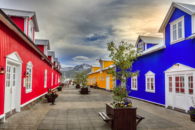 colorful_buildings_city_iceland-01.jpg