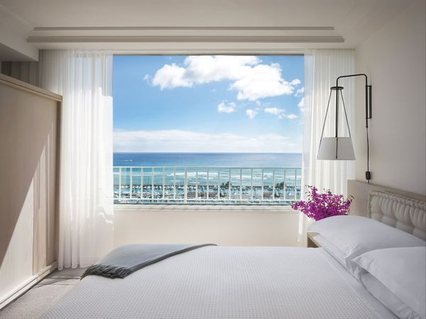 oceanfront_suite_modern_honolulu.jpg