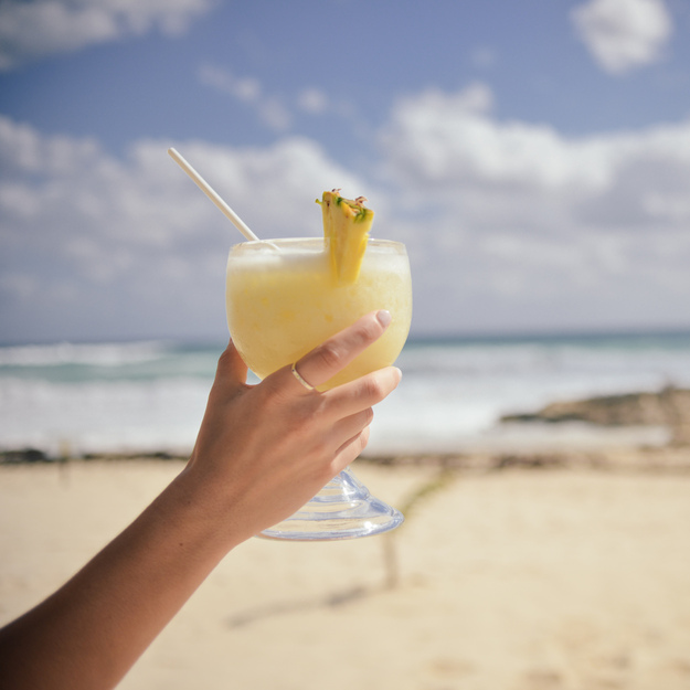 honeymoon_cocktails_beach.jpg