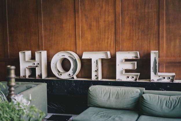 hotel_sign_lobby.jpg