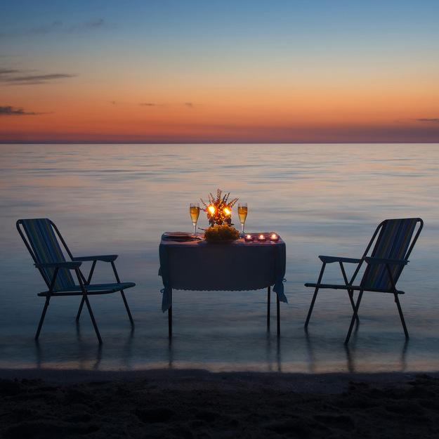 honeymoon_romance_dinner.jpeg