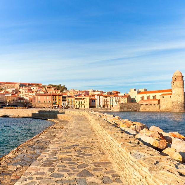 Off-the-Tourist-Path_honeymoon-Collioure.jpg