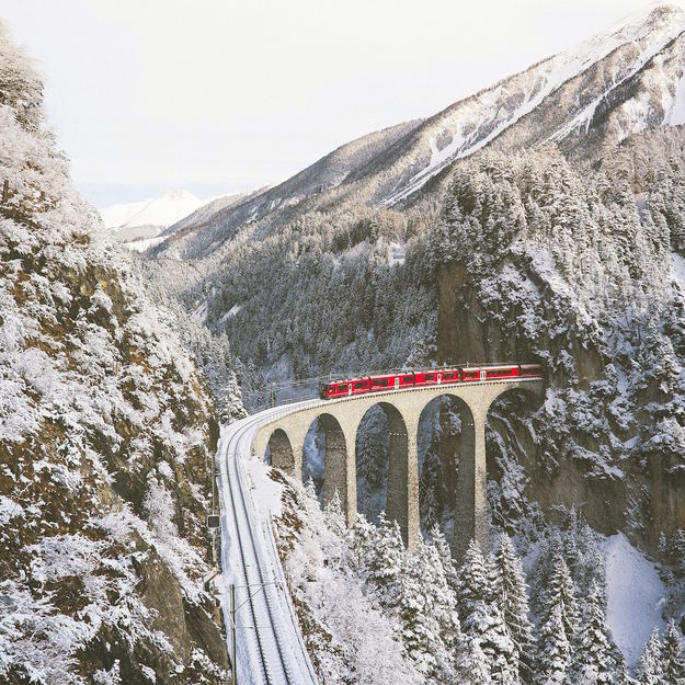 swiss_alps_train.jpg
