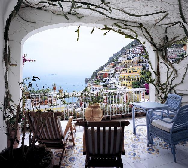 top_honeymoon_resorts_lesirenuse_italy.jpg