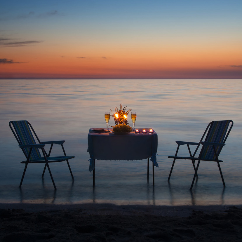 https://www.travelersjoy.com/blog/honeymoon_romance_dinner.jpeg