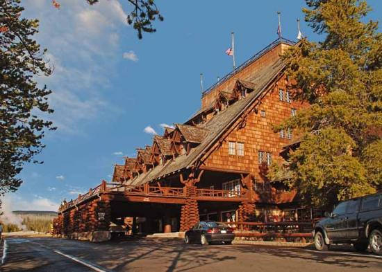 Honeymoon outdoors america 39 s best national park lodges for Log cabins in yellowstone national park