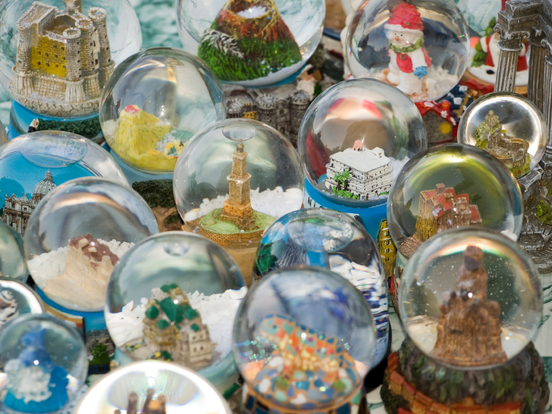 Travel Tips: Don't Fall For These 15 Souvenir No-No's