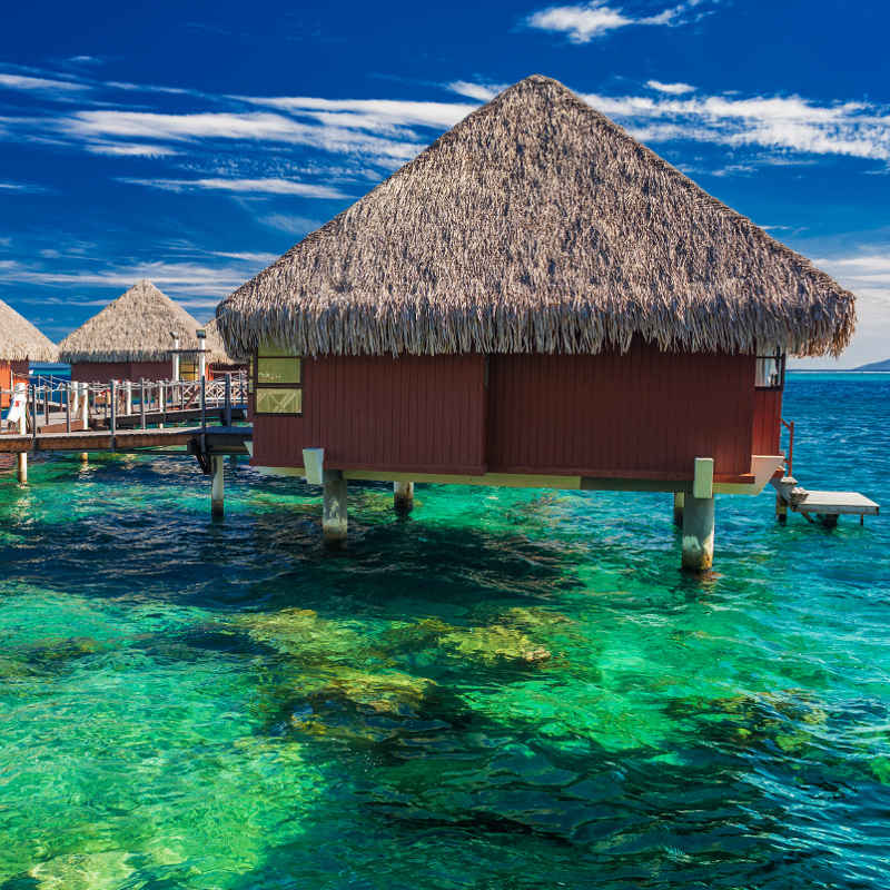 Tahiti Accommodation Over Water Bungalows: Tahiti & Bora Bora Honeymoon Destination Guide